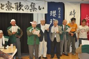 自作の中国語版「都ぞ弥生」を熱唱する須賀正太郎君