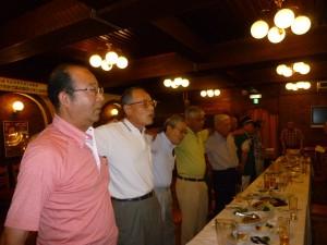 昨年の第8回恵迪夏祭り(肩を組んで「都ぞ弥生」を高唱)