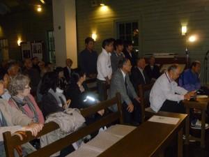 後輩になる現役柔道部員を小菅氏が会場の参加者に紹介した