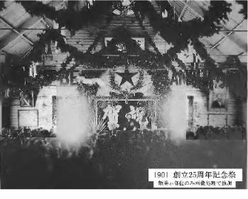 写真2.クラーク像と黒田長官像を掲示